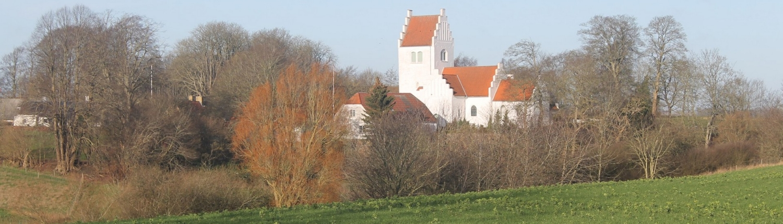 Parti fra Reerslev med kirken i baggrunden